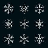 Vector la raccolta dei fiocchi di neve, icona bianca su un fondo nero royalty illustrazione gratis