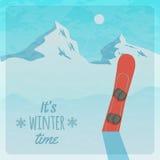 Vector la retro illustrazione con le montagne e lo snowboard nevosi Illustrazione di Stock