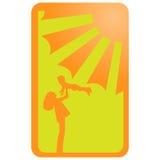 Vector la silueta que pone en contraste del ejemplo de la naranja en madre amarilla del fondo con el bebé en manos y sol con los  Imágenes de archivo libres de regalías