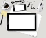 Vector la tabla superior de la oficina con la taza de café, papeles, lápiz, tableta Foto de archivo libre de regalías