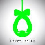 Vector la tarjeta del ejemplo de colgar el huevo verde de pascua con el arco y la silueta del pollo Imagenes de archivo