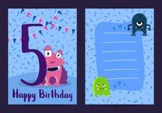 Vector la tarjeta del feliz cumpleaños con los monstruos lindos de la historieta y envejezca el número cinco con pocas estrellas  libre illustration