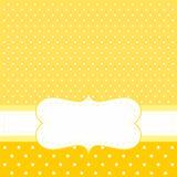 Vector la tarjeta o la invitación con el fondo amarillo, lunares blancos Fotos de archivo libres de regalías