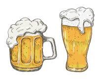 Vector la tazza di birra del disegno della mano nel fondo bianco Immagine Stock Libera da Diritti