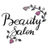Vector las etiquetas, la etiqueta, la insignia o el emblema escrita mano del salón de belleza del logotipo Adornado con las flore Imágenes de archivo libres de regalías