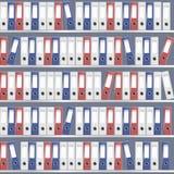 Vector le cartelle rosse dell'ufficio con il meccanismo dell'arco sullo scaffale fotografia stock libera da diritti