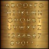 Vector le lettere, le cifre e la punteggiatura rivestite dorate dell'alfabeto su fondo spazzolato rame Fotografia Stock
