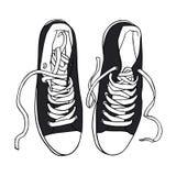 Vector le scarpe da tennis nere di sport con i pizzi bianchi isolati Fotografia Stock Libera da Diritti
