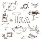 Vector lo schizzo degli oggetti per la cerimonia di tè Teiera e tazze, caramella, limone sul piattino Fotografia Stock