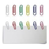 Vector los clips de papel coloreados realistas en diversas posiciones libre illustration