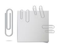 Vector los clips de papel de acero realistas en diversas posiciones libre illustration