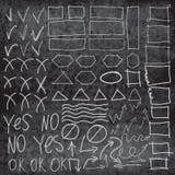 Vector los elementos del highlighter en el tablero de tiza, imitación de círculos dibujados mano, Fotografía de archivo libre de regalías