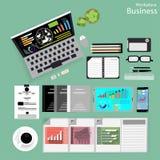 Vector a los hombres de negocios del lugar de trabajo ven el uso de las tecnologías de comunicación modernas, cuadernos, tabletas Imagen de archivo