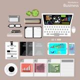 Vector a los hombres de negocios del lugar de trabajo ven el uso de las tecnologías de comunicación modernas, cuadernos, tabletas Fotografía de archivo