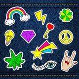 Vector los remiendos felices, insignias retras con listo afortunado, corazón, sta Foto de archivo libre de regalías