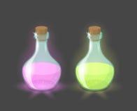 Vector magische flessen met roze en groene dranken Stock Afbeeldingen