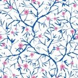 Vector marineblauwe, roze, en witte het bloeien sakura bracnhes geschilderde textuur Naadloos herhaal patroonachtergrond groot stock illustratie