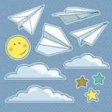Vector met geïsoleerde document vliegtuigen, sterren, maan, wolken wordt geplaatst die Stock Foto