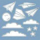 Vector met geïsoleerde document vliegtuigen, sterren, maan, wolken wordt geplaatst die Stock Afbeeldingen