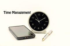 Vector moderne illustratie in vlakke stijl met de mannelijke chronometer van de handholding royalty-vrije stock foto's
