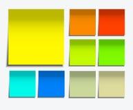 Vector moderne vierkante kleverige die nota op wit wordt geplaatst Stock Fotografie