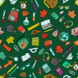 Vector naadloos patroon met de schoolhulpmiddelen van de kleurenkrabbel Royalty-vrije Stock Afbeelding