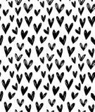 Vector naadloos patroon met hand getrokken krabbel zwarte kleine harten Stock Afbeeldingen