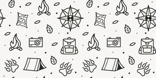 Vector naadloos patroon van kompas, poten, rugzak, tent, vuur, camera, kaart voor toeristensymbool stock afbeeldingen