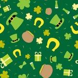 Vector nahtlosen Hintergrund für St- Patrick` s Tag Großer Kessel, Münzen, Hut, Klee Stockbilder