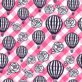 Vector nahtlosen Muster-Heißluft-Ballon und rosafarbene Blumen auf der karierten rosa vichy Beschaffenheit Vektor Abbildung