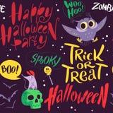 Vector nahtloses Halloween-Muster mit magischen traditionellen Elementen auf dunklem Hintergrund Stockfotografie