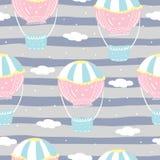 Vector nahtloses Muster mit buntem Luftballon im Himmel Stockfotos
