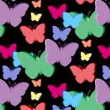 Vector nahtloses Muster mit den bunten Schmetterlingen 3d, die auf schwarzem Hintergrund lokalisiert werden Stockfotografie