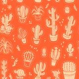 Vector nahtloses Muster mit den Hand gezeichneten Kaktuselementen, die auf orange Hintergrund lokalisiert werden Stockbild