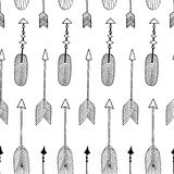 Vector nahtloses Muster mit Hand gezeichneten Stammes- Pfeilen Lizenzfreie Stockfotografie