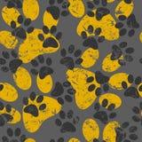Vector nahtloses Muster mit Katzen- oder Hundeabdrücken Nettes colorfu Lizenzfreies Stockbild