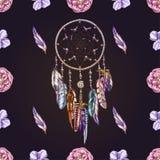 Vector nahtloses Muster mit schöne Hand gezeichnetem Traumfänger auf einem tiefen dunklen Hintergrund Ausführliches Amulett und E stock abbildung