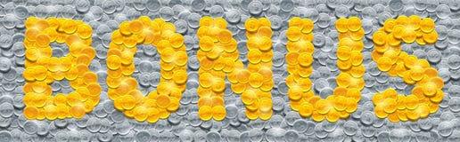 Vector o bônus da palavra feito de moedas douradas brilhantes no fundo enchido com as moedas de prata ilustração do vetor