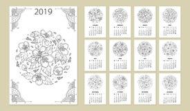 Vector o calendário de parede por 2019 anos com o ramalhete redondo da flor do esboço no preto Tampa com grupo ornamentado da flo ilustração stock