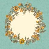Vector o cartão do vintage com um ramalhete das flores da garatuja e o quadro para o texto no fundo sujo retro Imagem de Stock Royalty Free