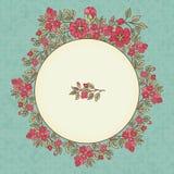 Vector o cartão do vintage com um ramalhete das flores do vermelho da garatuja e o quadro para o texto no fundo sujo retro Fotos de Stock Royalty Free