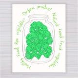 Vector o cartaz tirado mão com o frasco completo dos brócolis com texto no contexto de madeira Fotos de Stock