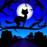 Vector o gato só em uma árvore de encontro ao céu nocturno Fotografia de Stock Royalty Free