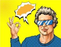 Vector o homem novo do pop art que mostra o sinal aprovado da mão Fotografia de Stock