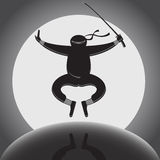 Vector o ninja sobre o fundo da Lua cheia ilustração stock
