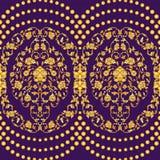 Vector o teste padrão sem emenda ornamentado com a festão dos grânulos no estilo oriental no fundo violeta profundo Projeto decor Fotos de Stock Royalty Free