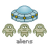 Vector pixel cute aliens and UFO Royalty Free Stock Photos