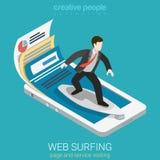 Vector plano 3d de web del infographics móvil de la persona que practica surf isométrico Fotos de archivo