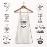 Vector realistische witte katoenen keukenschort met kleren houten hanger en citaten over pizza vastgestelde close-up  stock illustratie
