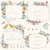 Vector romantische reeks bloemenkaders, met paar van vogels en harten in pastelkleuren Stock Afbeeldingen